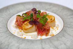 Gebakken coquille / coppa di parma / bloemkoolcrème / hazelnoot / truffelmayonaise #nieuwekaart van Restaurant Hemingway http://www.restauranthemingway.nl/