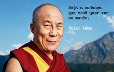 """Perguntaram ao Dalai Lama: - """"O que mais o surpreendeu na Humanidade?"""" Ele respondeu: - """"Os Homens... Porque perdem a saúde para juntar dinheiro, depois perdem o dinheiro para recuperar a saúde.  E por pensarem ansiosamente no futuro, esquecem do presente de tal forma que acabam por não viver nem o presente, nem o futuro...  E vivem como se nunca fossem morrer e morrem como se nunca tivessem vivido!"""""""