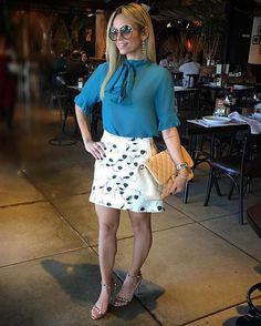 Elas usam Carol Bassi - a linda @bruniinhaurzeda com a camisa gola laço em seda azul petróleo.  They wear CB - the beautiful Bruninha Urzedo wearing the petroleum blue silk pussy-bow blouse. #carolbassi #carolbassibrand