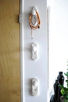 Decorating with Old Door Knobs | Reuse old door knobs as hangers - kind of ... | Cute ideas for decora ...