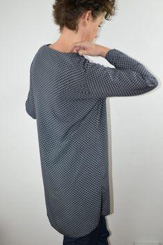 Eine Bluse, die schnell genäht ist wie ein Shirt? Blusenshirt Kim_B machts möglich! | b-patterns Elegant, High Neck Dress, Shirts, Pattern, Sweaters, Dresses, Fashion, Fashion Styles, Sew Mama Sew
