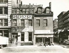 IlPost - Broome Street, Manhattan, 9 ottobre 1935. (Berenice Abbott – New York Public Library) - Broome Street, Manhattan, 9 ottobre 1935.  (Berenice Abbott - New York Public Library)