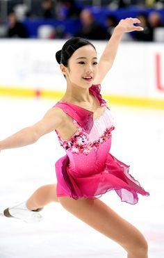 これを青にちょこっとピンクの花とかグラデーション入れたらトロールっぽい色合いかな?それか黄色とオレンジのコンボとか可愛いかも? Figure Skating Costumes, Figure Skating Dresses, Poses References, Beautiful Figure, Women Figure, Beautiful Costumes, Athletic Women, Female Athletes, Sport Girl