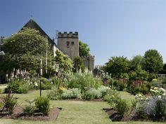 Torre Abbey Gardens - Garden in Torquay, Torquay - English Riviera. Potent Plants Garden inspired by the life of crime writer Agatha Christie. Agatha Christie, Dark Places, Places To Go, Poison Garden, Devon Coast, South Devon, Gate House, Garden Gates, Cozy Living