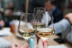 Savvy Wine Shopping – Tips from a Master Sommelier - Prime Women Sweet Wines For Beginners, Low Alcohol Wine, White Wine Grapes, Chenin Blanc, Ludwig, Wine Glass Charms, Wine Festival, Food Festival, In Vino Veritas