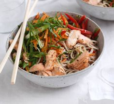 Grilled salmon and Japanese soba noodle salad Healthy Noodle Recipes, Healthy Salmon Recipes, Curry Recipes, Healthy Salads, Seafood Recipes, Healthy Food, Japanese Soba Noodles, Large Salad Bowl, Noodle Salad