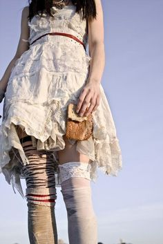 Pretty tattered dress and mismatched legs.....but why the crust of bread? >.>
