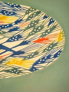 良い染め帯入ってます!東京友禅伝統工芸士の中でも第一人者熊谷好博子氏の鉄線柄名古屋帯色鮮やかな鉄線の花びらが生きるよう葉の墨色に合わせて印象的に。「染司よしおか」の4代目吉岡常雄氏のかわはぎ柄名古屋帯深海をイメージして藍の深みを感じさせる綿