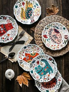 Painted Ceramic Plates, Ceramic Clay, Hand Painted Ceramics, Glazed Ceramic, Ceramic Painting, Ceramic Pottery, Hand Painted Pottery, Porcelain Ceramic, Slab Pottery