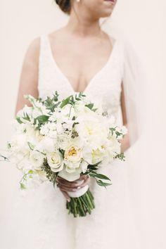 #Weddings #WeddingInspiration #WeddingLove #Love #WeddingBouquet #Bouquet #NeutralBouquet #Flowers #WeddingPlanning {Photographer: Joanna Fisher / Flowers: Flowers By Danielle LLC}