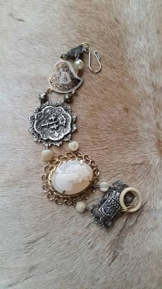 Upcycled Vintage Cameo Assemblage Bracelet by Cameo Jewelry, Diy Jewelry, Jewelry Bracelets, Jewelry Making, Unique Jewelry, Jewelry Ideas, Jewellery, Upcycled Vintage, Repurposed
