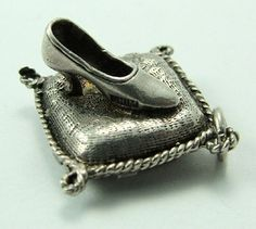 Silver Charm - Cinderella's Shoe CHIM opens to reveal 'Will the owner attend the Palace' - 36 GBP