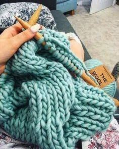 #wool #yarn #aquamarine #handmade #stitchbystitch#texture #couverturebebetricot Vogue Knitting, Knitting Books, Loom Knitting, Knitting Projects, Hand Crochet, Knit Crochet, Large Knit Blanket, Crochet Pattern, Knitting Patterns