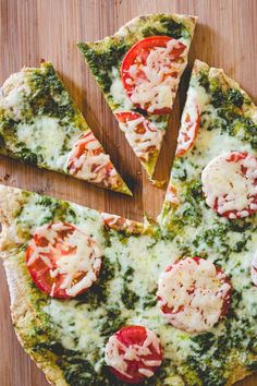 Grilled Pizza with Pesto and Tomatoes #easy #pesto #pizza