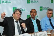 Conjunto de decretos dinamiza a máquina pública - http://noticiasembrasilia.com.br/noticias-distrito-federal-cidade-brasilia/2015/05/14/conjunto-de-decretos-dinamiza-a-maquina-publica/