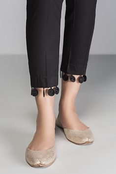 Kurti Neck Designs, Dress Neck Designs, Kurti Designs Party Wear, Pakistani Fashion Party Wear, Pakistani Dress Design, Stylish Blouse Design, Stylish Dress Designs, Kurta Pants, Trousers