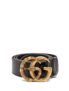 Gucci - There is a decadent air to Gucci's black GG belt. It's cut from leather in Italy and features an antiqued brass-tone snake-engraved plaque, and is finished with raw-cut edges. Black Gucci Belt, Gucci Leather Belt, Leather Belts, Hermes Belt, Ceinture Louis Vuitton, Gg Belt, Buy Gucci, Gucci Gucci, Gucci Men
