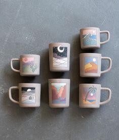 Ceramic Cafe, Ceramic Pottery, Pottery Art, Pottery Painting Designs, Paint Designs, Mug Designs, Ceramics Projects, Art Projects, Hippie Art