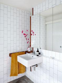 Marcus beachhouse - desire to inspire - desiretoinspire.net - Owen Architecture - subway tile