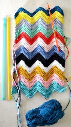 Kijk wat ik gevonden heb op Freubelweb.nl: een gratis haakdiagram om een leuke zigzag steek te haken van Crochet Free https://www.freubelweb.nl/freubel-zelf/gratis-haakpatroon-zig-zag-patroon/