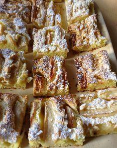æblekage med marcipan og mandler