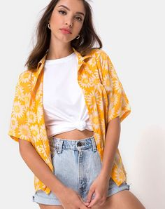Hawaiian Shirt in Sunkissed Yellow Floral by Motel Luau Outfits, Summer Fashion Outfits, Girl Outfits, Yellow Outfits, Florida Outfits, Girls Hawaiian Shirt, Hawaiian Outfit Women, Hawaiian Outfits, Hawaiian Clothes
