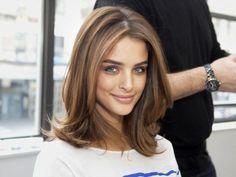 coupe de cheveux femme avec cheveux marrons
