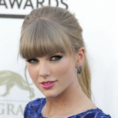 taylor-swift-blue-eye-makeup-billboard-music-awards
