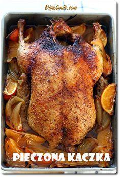Pieczona kaczka Mama prosiła, więc zrobiłam! Pieczona kaczka pieczona z jabłkami, gruszkami i pomarańczami wylądowała na stole. Och, pieczona kaczka z owocami generalnie kojarzy mi się ze świętami, specjalnymi rodzinnymi uroczystościami i kuchnia odświętną. U B Food, Roast Duck, Polish Recipes, Poultry, Sweet Treats, Turkey, Food And Drink, Cooking Recipes, Yummy Food