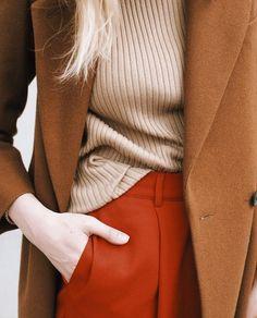 秋に着たい色ベージュキャメルの秋色引き立つファッションコーデ