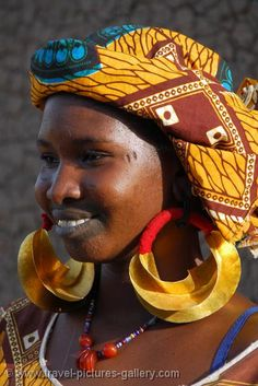 Africa | Peul (Fulani) girl wearing traditional earrings.  Djenne countryside.  Mali |  © Willem Proos