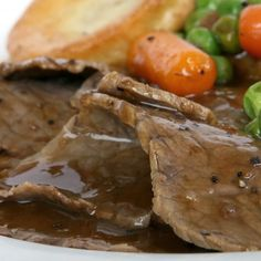 Making gravy is an essential (but easy) cooking technique. Make the best gravy in the world with this easy homemade gravy recipe. Gluten Free Cooking, Easy Cooking, Homemade Gravy Recipe, 185, English Food, Lamb Recipes, Paleo Dinner, Pot Roast, Italian Recipes