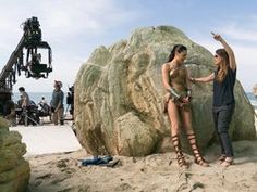 Gal Gadot and director Patty Jenkins on the set of Wonder Woman. Gal Gadot Wonder Woman, Wonder Woman Movie, Alternate Worlds, Women Boxing, Female Profile, Dc Comic Books, Film Base, Places In Europe, Wonder Women