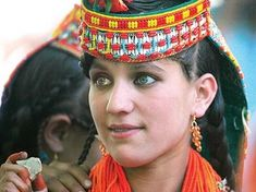 The Chitral valleys of Rumbur, Bumburet and Birir in Pakistan are populated by a tribe of Indo-Aryans who consider themselves the descendants of Alexander the Great. Kalash People, Alexandre Le Grand, Light Eyes, Alexander The Great, Central Asia, People Around The World, Afghanistan, Beautiful People, Macedonia