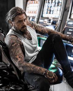 Sexy Tattooed Men, Bearded Tattooed Men, Bearded Men, Hot Guys Tattoos, Badass Tattoos, Tatted Men, Just Beautiful Men, Beard Tattoo, Male Tattoo