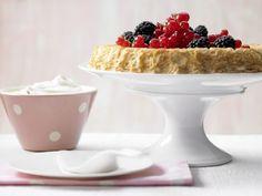 Beerentorte mit geschlagenem Frischkäse: Dieser himmlisch fettarme und leckere Kuchen hilft bei Stress und kommt gut an.
