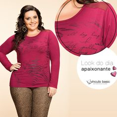 Blusa de cor vibrante da Vínculo Basic, com calça de animal print e acessórios poderosos.