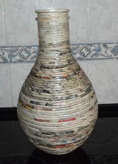 1 million+ Stunning Free Images to Use Anywhere Paper Vase, Diy Paper, Bottle Art, Bottle Crafts, Paper Mache Animals, Magazine Crafts, Vase Crafts, Paper Mache Sculpture, Newspaper Crafts