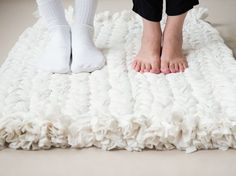 Tutoriel DIY: Upcycling : Tisser un tapis à partir de vieux plaids via DaWanda.com