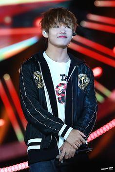 V(Kim TaeHyung) BTS(Bangtan Boys) that smile huehue Jimin, Bts Bangtan Boy, V Taehyung, Daegu, V Smile, Vkook, My Sun And Stars, I Love Bts, Bulletproof Boy Scouts