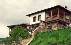 Revival Architecture, Travel And Leisure, Nature Photos, Old Houses, Beautiful Places, Environment, Cabin, Mansions, Facades