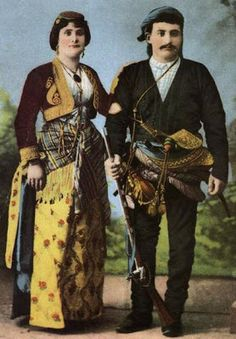 Traditional festive/ceremonial attire, from Trabzon (Eastern Black Sea Coast). Late-Ottoman, end of century. Greek Traditional Dress, Traditional Outfits, Greek Independence, Empire Ottoman, Turkish People, Photographs Of People, European History, Black Sea, Folk Costume