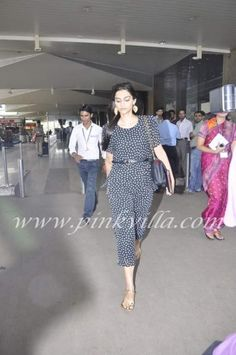 Sonam Kapoor snapped at the airport | PINKVILLA