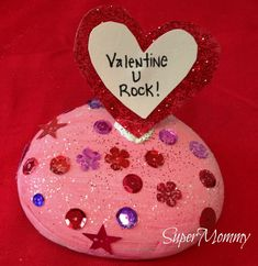 Valentine Conversation Rocks - Super easy kid's craft for Valentine's Day. Kids can give one to their teacher or friend as a token of his or her appreciation.