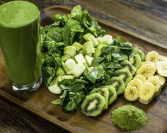 Awaken Matcha Green Tea Smoothie~100% organic: baby spinach, baby kale, banana, kiwi, apple, coconut palm sugar, japanese matcha green tea. by livblends (~90 cal)