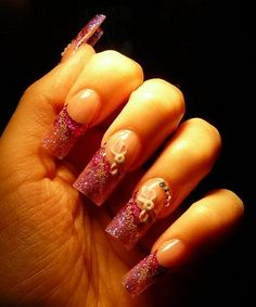 Różowe brokatowe paznokcie żelowe z cyrkoniami Swarovskiego http://esteraowczarz.blogspot.com/2014/12/rozowe-paznokcie-z-brokatem-i.html