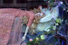 Harrods habille des princesses- La Belle au Bois Dormant par Elie Saab