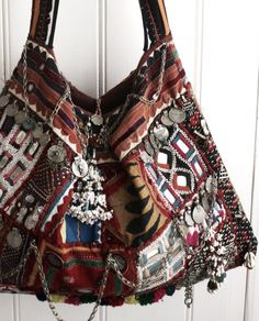☆ boho, folk, ethnic bag! I love it: the colors, the pattern, the charms! So beautiful
