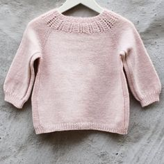 Image of EngleUldsPige Str. Knitting For Kids, Baby Knitting Patterns, Crochet For Kids, Knitting Designs, Knit Crochet, Hand Knitted Sweaters, Baby Sweaters, Diy Knitting Projects, Kids Winter Fashion