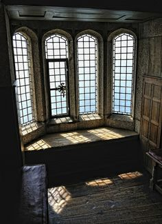 """reminds me of Blanche's Room in """"The Pendragon's Heir"""" Medieval Alcove, St. Michael's Mount, Cornwall photo via midnight ~Architecture from the past Lumiere Photo, Future House, My House, St Michael's Mount, Interior Exterior, Hall Interior, Mansion Interior, Palaces, Tudor"""